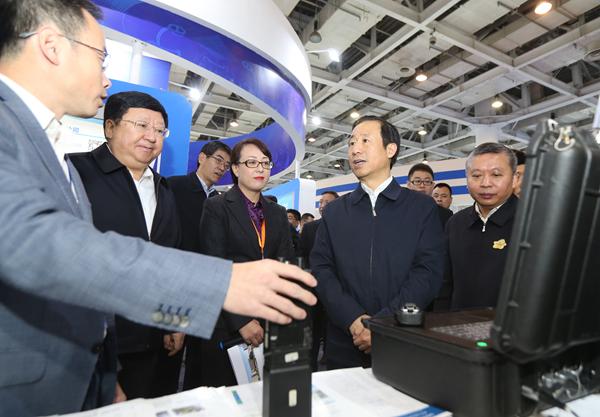 第三届中国军民两用技术创新应用大赛在湘收官 许达哲颁奖