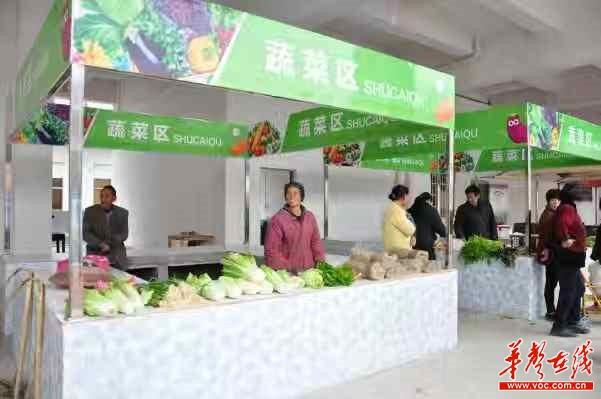 安放点出租经营农贸市场为拮据户创收。以上图片由彭俊文 杨耿 叶友朋 刘茜玉 摄