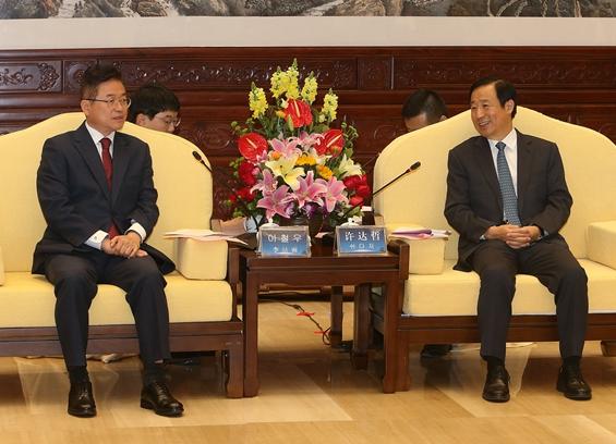 湖南与韩国庆尚北道建立友好省道关系 许达哲会见李喆雨并共同签约