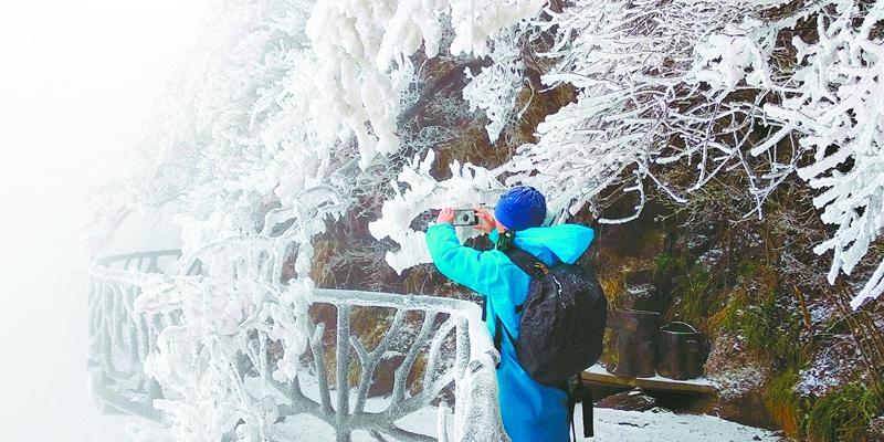 天门山迎来今冬初雪