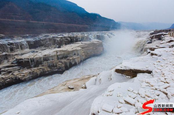 壶口瀑布现冰挂奇观 寒冬里让人心潮澎湃