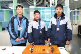 周南梅溪湖中学的两件学生专利作品得了国际大奖