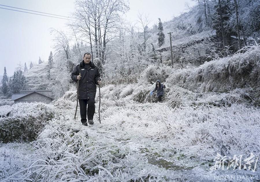 保靖:冒冰雪 访贫困