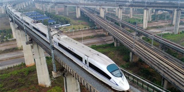 【镜观其变——庆祝改革开放40年】铁路运输:从蒸汽机车到高铁时代