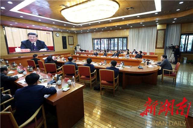 杜家毫与在长省委常委集中收看庆祝改革开放40周年大会盛况