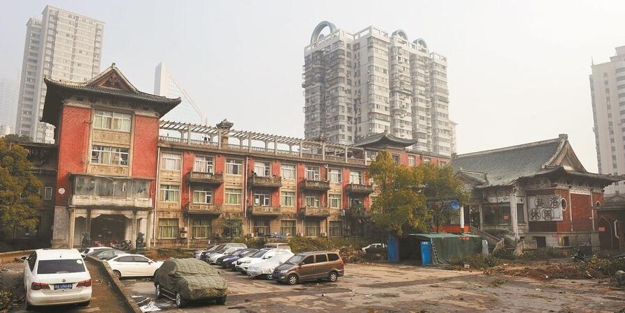 具有64年历史的湘江宾馆中栋北移35.56米