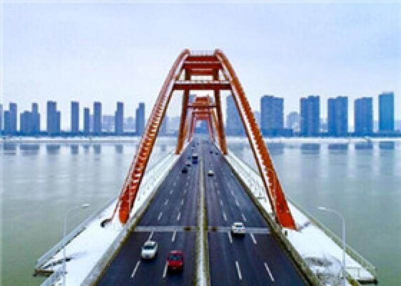 航拍:清除路面积雪后的长沙过江通道