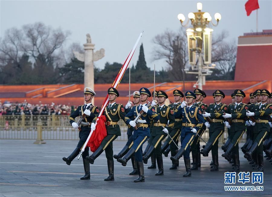 (社会)(1)天安门广场举行元旦升旗仪式