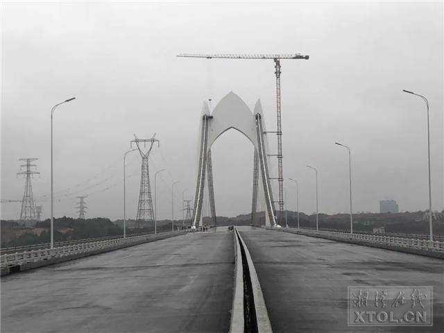 昭华湘江大桥全线贯通