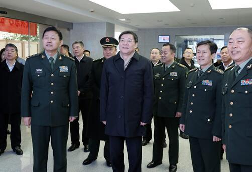 杜家毫到国防科技大学看望慰问师生官兵和科研人员