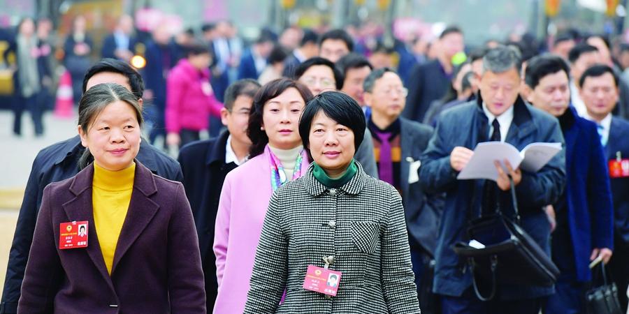 省政协委员步入会场