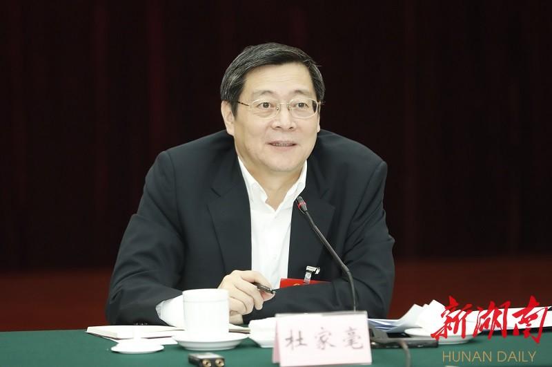 杜家毫在参加湘潭代表团审查时强调:努力把毛主席家乡建设发展得更好