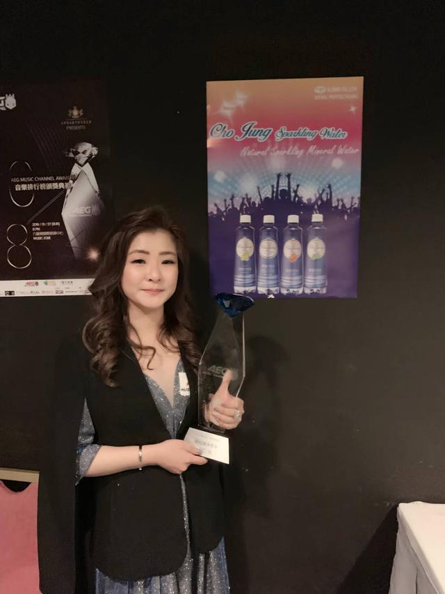 郭泇妏頒獎獲钻石跃进歌手奖