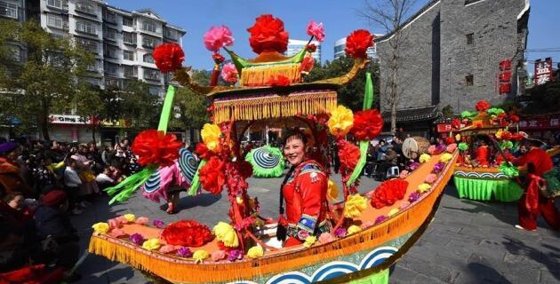 吉首:多彩民俗庆新春