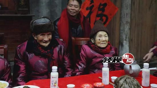 尹良卫和刘玉女是这里的百岁夫妻,携手走过80余年,相知相伴跨越5代人。
