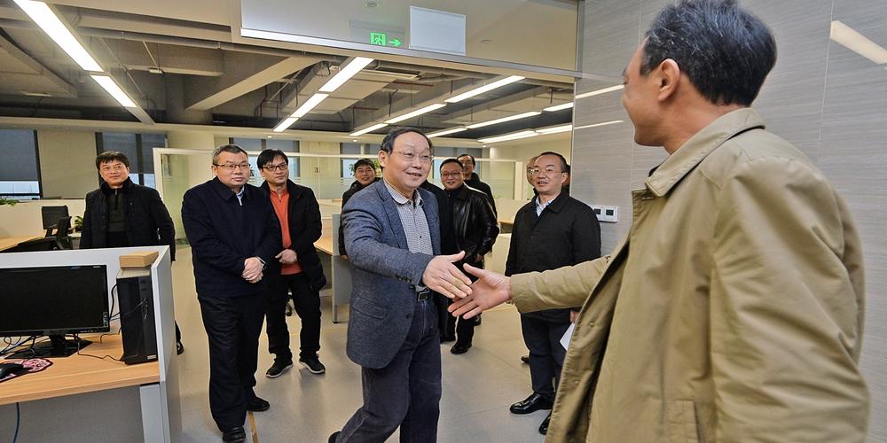 孔和平等看望慰问报社(集团公司)工作人员:向全体湖南报人致以节日祝福
