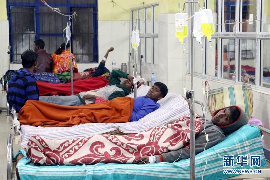 (国际)(1)印度假酒事故逝世亡人数升至80人