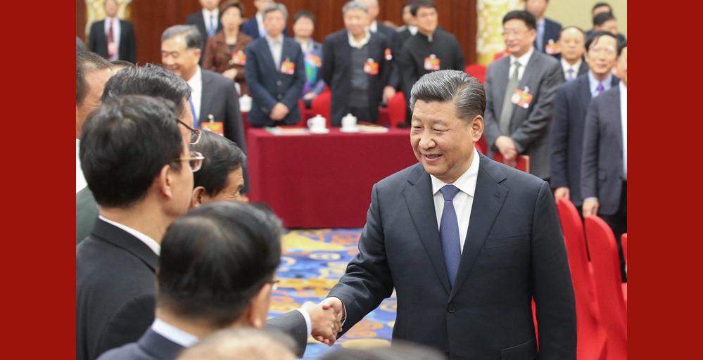 习近平看望参加政协会议的文艺界社科界委员