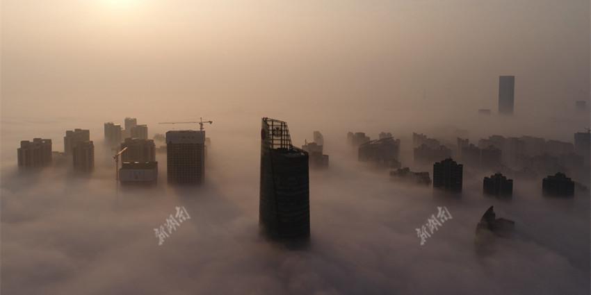 """长沙大雾笼罩 城市变身""""天空之城"""""""