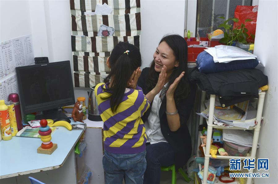 (两会·图片故事)(6)全国人大代表王欣会:让自闭症儿童融入社会生活
