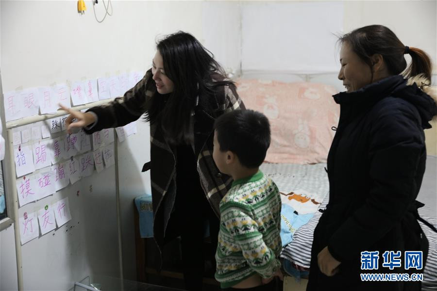 (两会·图片故事)(5)全国人大代表王欣会:让自闭症儿童融入社会生活