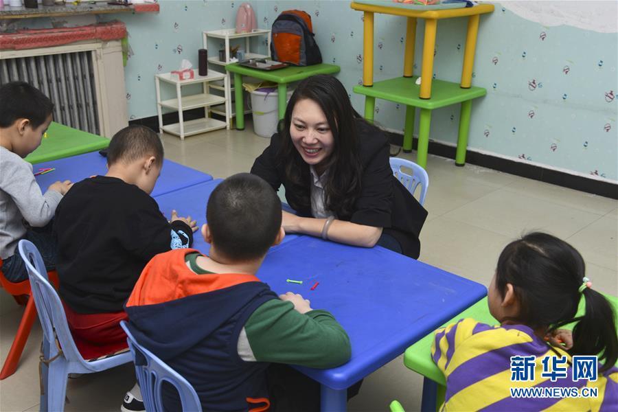 (两会·图片故事)(8)全国人大代表王欣会:让自闭症儿童融入社会生活