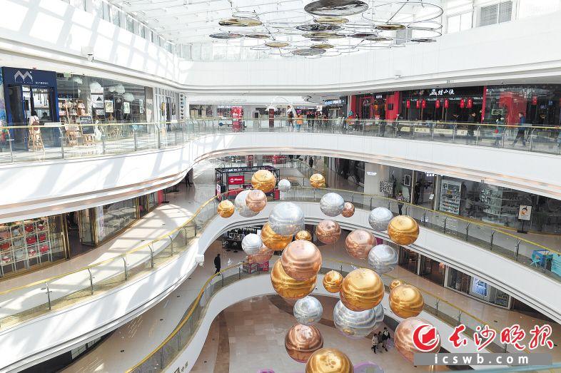 一波高颜值实力派商场,为长沙成就区域性消费中心添柴加薪。图为星沙松雅湖吾悦广场。长沙晚报全媒体记者 王志伟 摄