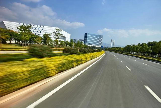 湘潭今年确保基本实现自然村落通水泥路