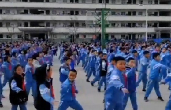 好嗨!千名小学生课间操齐跳街舞