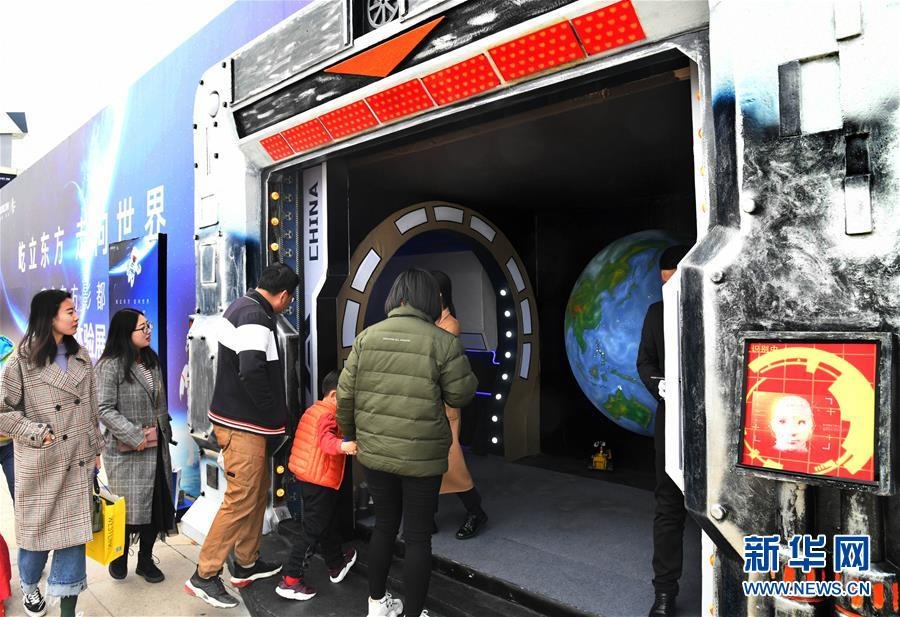 """(社会)(4)走进""""太空舱"""" 探索航天奥秘"""