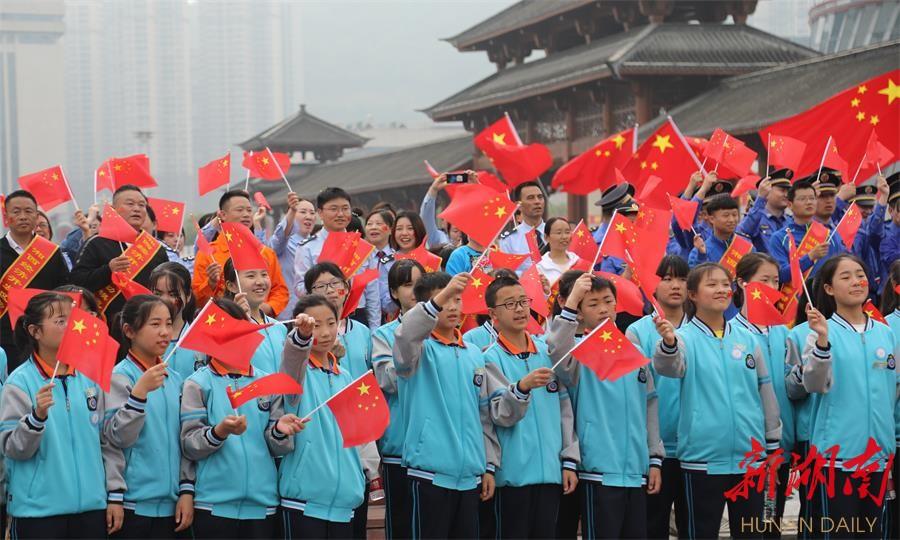 千人同唱《我和我的祖国》 新湖南www.hunanabc.com