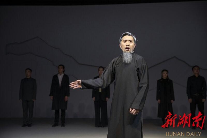 湖南教育主题话剧《何炳麟》在国家大剧院首演 新湖南www.hunanabc.com