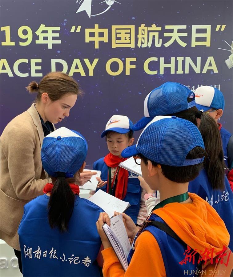"""湖南日报小记者走进""""中国航天日""""活动 新湖南www.hunanabc.com"""