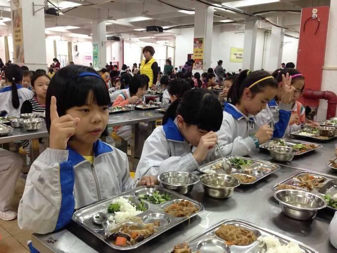 """吃饭不说话,加菜靠手势,""""无声食堂""""能快乐? 新湖南www.hunanabc.com"""