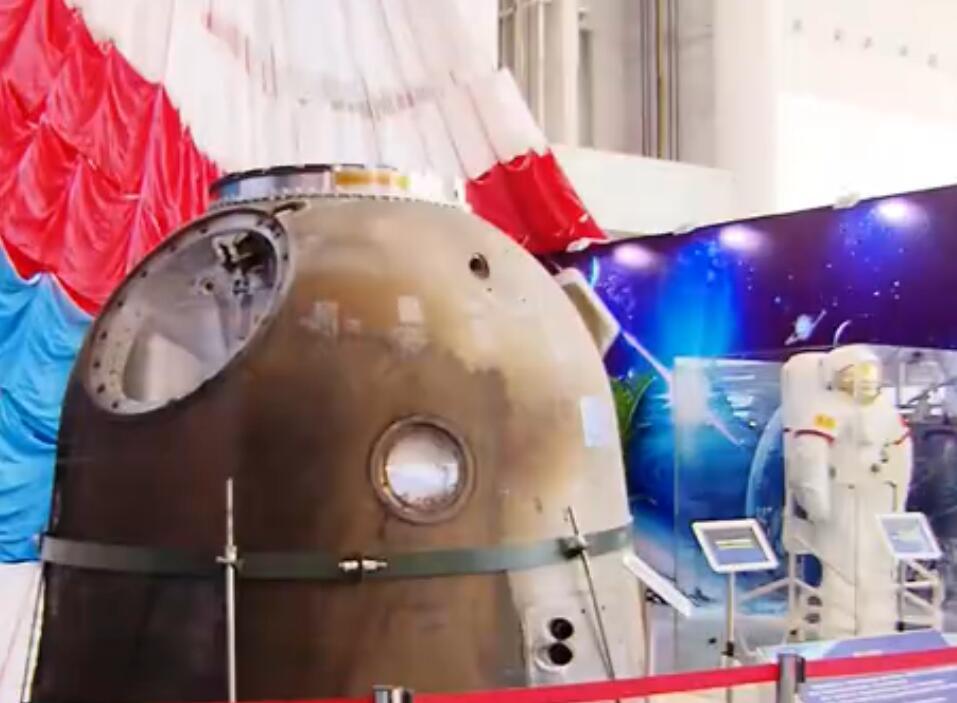 记者体验航天成果展:让科技走进生活