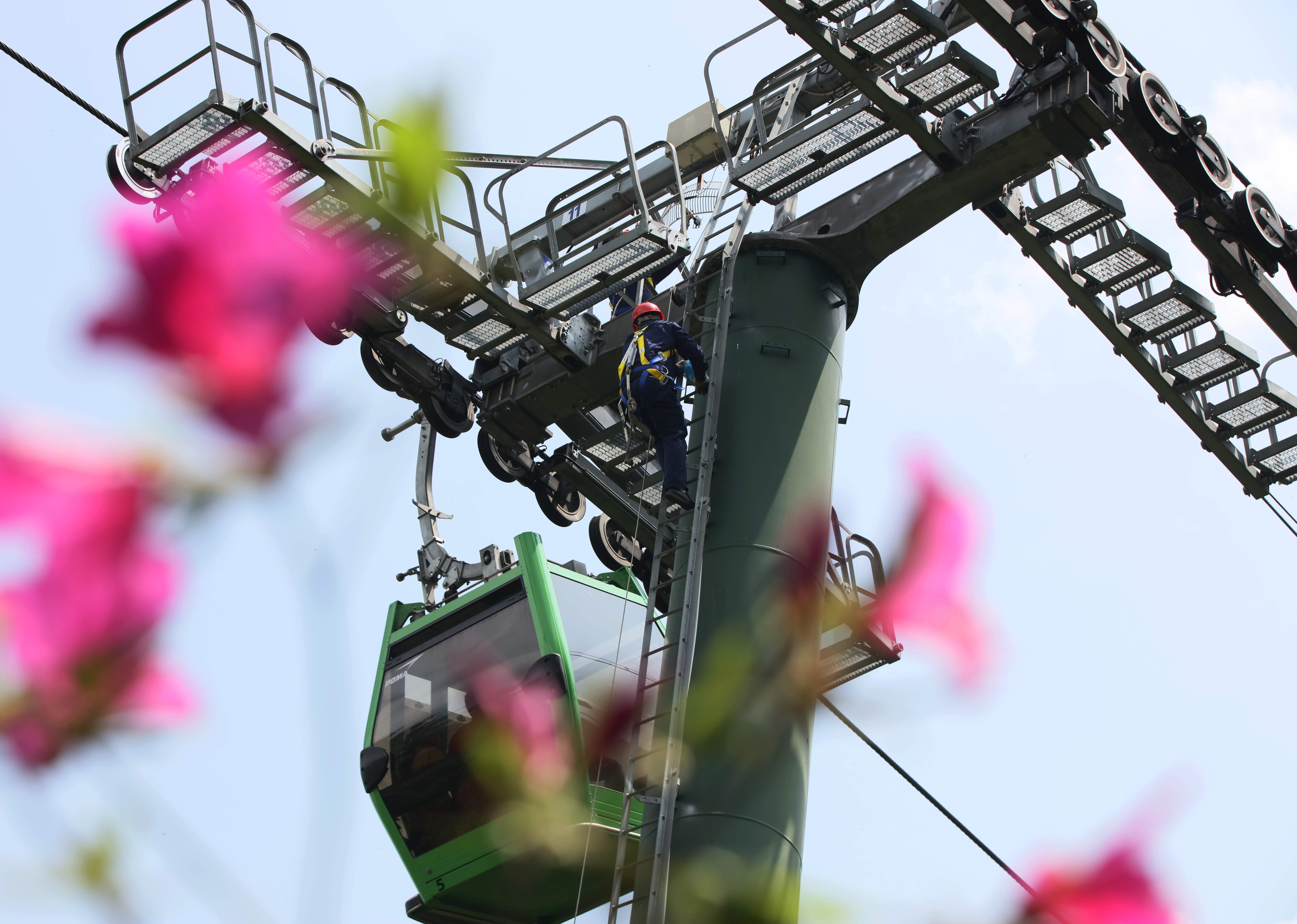 """湖南张家界:安检景区高空设备 备战""""五一""""旅游高峰 新湖南www.hunanabc.com"""