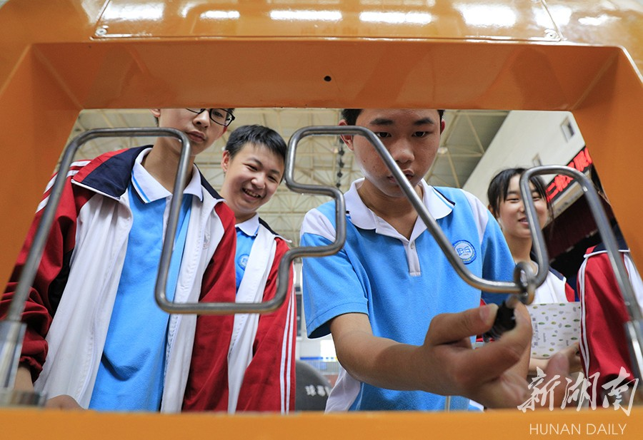 中国流动科技馆湘西第二轮巡展龙山站开馆 新湖南www.hunanabc.com