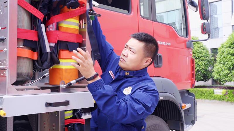 """【爱国情 奋斗者】劳动者的""""百宝箱""""・没有超能力可不行的消防员"""