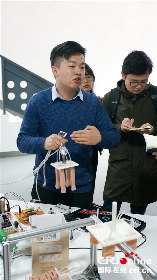 图片默认标题_fororder_2柔性机器人——气动抓手.JPG
