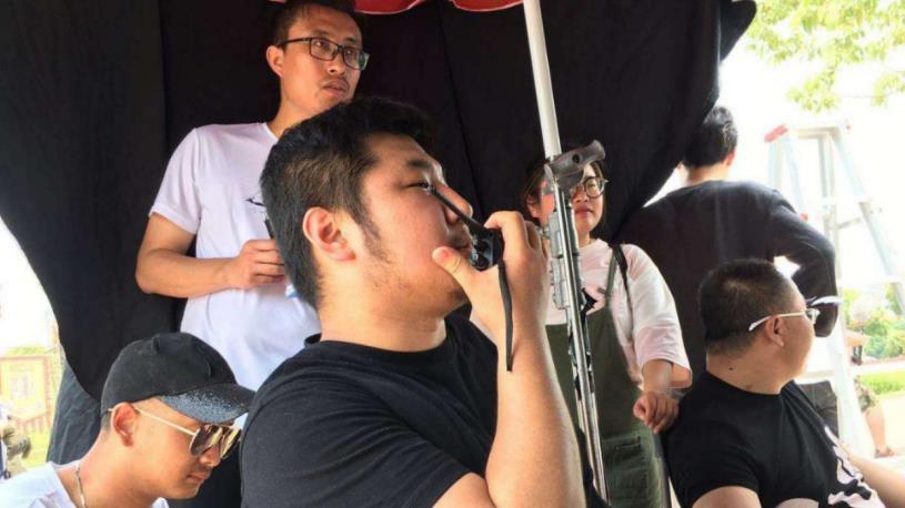 """电影《摇滚二胡》在江苏无锡杀青 海归导演讲述""""阿炳""""精神"""