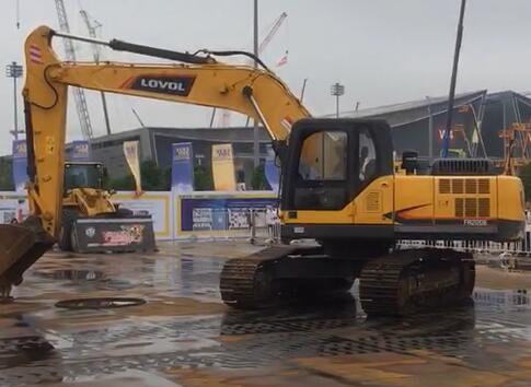 长沙国际工程机械展上秀绝技丨挖掘机竟然可以这样玩漂移