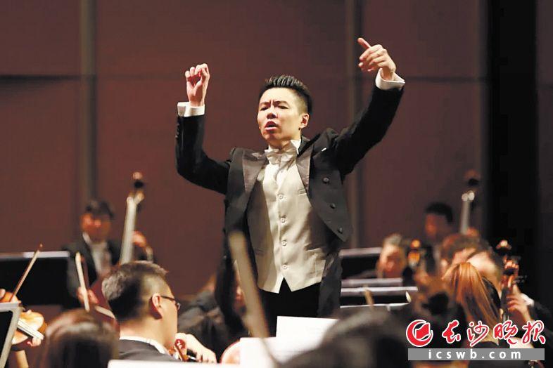 青年指挥家柴昊夫。资料图片