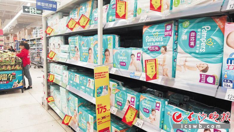 近年来,长沙市场国产纸尿裤所占份额逐渐提高。长沙晚报全媒体记者刘捷萍 摄