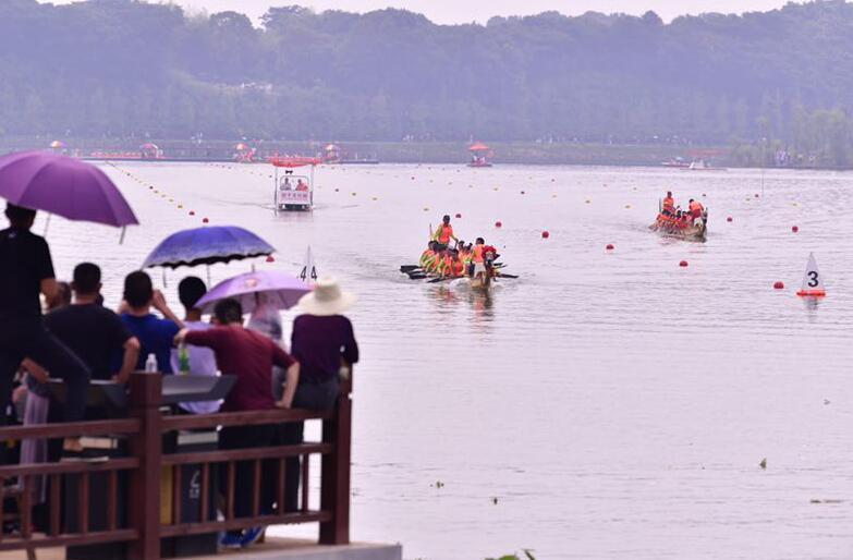 第十五届中国汨罗江国际龙舟节开幕
