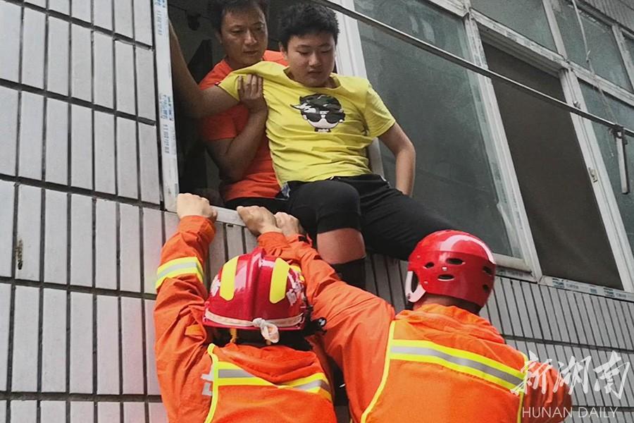 洪水围困时,中考生等来了消防员