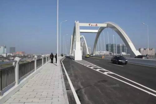 株洲:一桥、四桥、五桥禁行渣土重车 工地内道路每隔50米设1台雾化炮机