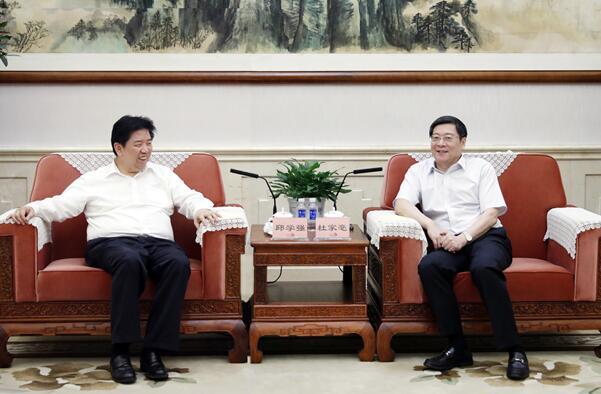 杜家毫与最高检党组副书记、副检察长邱学强座谈