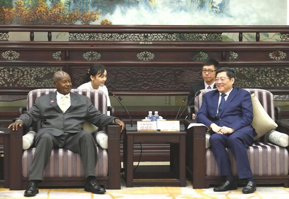杜家毫李微微会见乌干达总统穆塞韦尼一行