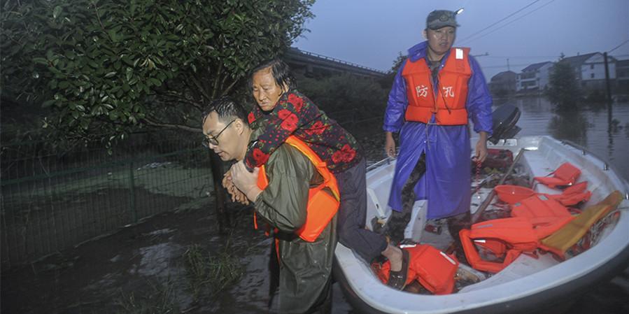 衡东:多支队伍救援,平安转运数百名被困群众