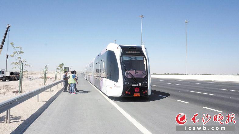 当地光阴7月10日,智轨电车卡塔尔极热心况试验启动。长沙晚报通讯员 姜杨敏 陈雅丽 照相报道